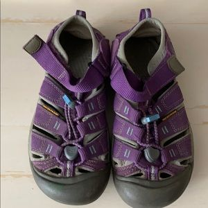 Keen Shoes Waterproof Closed Toe Sandals Size 2
